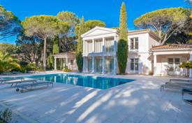Luxury property for sale in Saint-Raphaël. Villa in classical style with a private garden, a pool and a parking, Saint-Raphael, France
