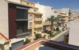 Townhouses for sale in El Campello. 3 bedroom townhouse with solarium and next to the sea in El Campello