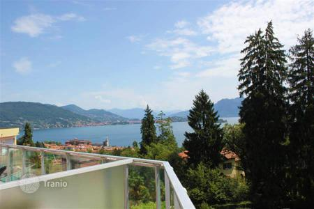 Cheap 3 bedroom apartments for sale in Italy. Maggiore lake, Baveno. A 3-bedroom apartment with lake view