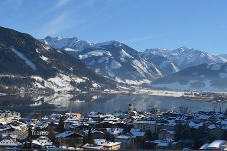 3 bedroom apartments for sale in Austria. Luxury penthouse with a magnificent view of mountains in Zell am See