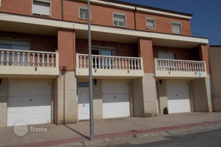 Cheap houses for sale in Lleida. Villa – Lleida, Catalonia, Spain