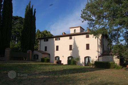 Luxury houses for sale in Montepulciano. Luxury villa with pool in Montepulciano