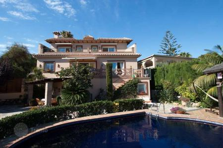 Luxury 3 bedroom houses for sale in Costa del Sol. Magnificent property with beautiful views and the best extra features