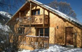 Chalets for rent in Méribel Village. Chalet for 12 people with private parking in the ski resort of Meribel, France