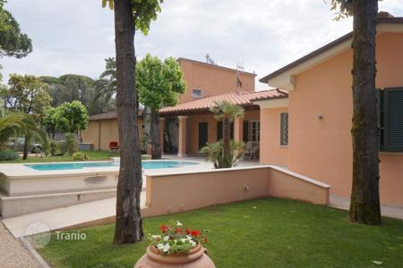 5 bedroom villas and houses by the sea to rent in Tuscany. Villa – Forte dei Marmi, Tuscany, Italy