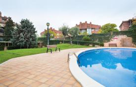 4 bedroom apartments for sale in Catalonia. Apartment – Sant Cugat del Vallès, Catalonia, Spain