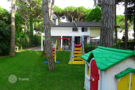 Coastal residential for sale in Veneto. Restored house near the beach