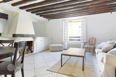 1 bedroom apartments for sale in Paris. Paris 5th District – A charming apartment in a sought-after neighbourhood