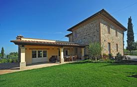 3 bedroom houses for sale in Tuscany. Luxury villa for sale in Sinalunga, Siena