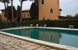 3 bedroom apartments for sale in Tuscany. Apartment in a luxury villa on the first line from the sea in Rosignano Marittimo, Tuscany, Italy