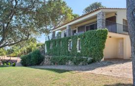 5 bedroom houses by the sea for sale in Catalonia. Two-storey villa in Mediterranean style with an infinity pool, a garden and a veranda with panoramic sea views, Begur, Spain