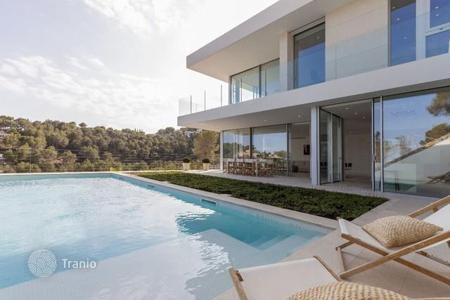 Houses with pools for sale in Majorca (Mallorca). Villa with a swimming pool and a garden on Mallorca, Spain