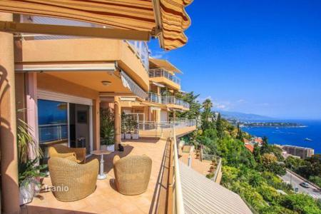 Apartments for rent with swimming pools in Provence - Alpes - Cote d'Azur. Exclusive apartments in Beausoleil