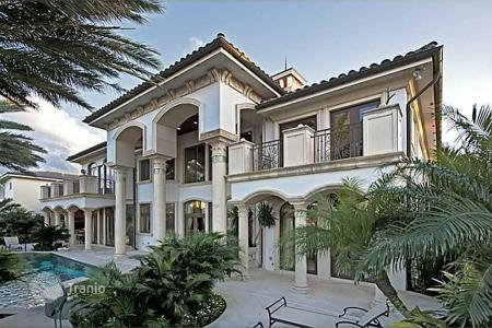 5 bedroom houses for sale in North America. Magnificent mansion on the beachfront, with its own marina, Fort Lauderdale, United States