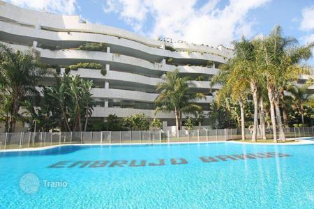 Luxury 3 bedroom apartments for sale in Andalusia. Apartment #forsalerentin# El Embrujo Banús, Marbella — Puerto Banus