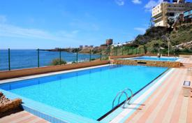 2 bedroom apartments by the sea for sale in Alicante. Spacious apartment with a large terrace, swimming pools and panoramic sea views, Torrevieja, Spain