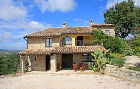 Bank repossessions property in Southern Europe. Farmhouse for sale in Umbria