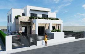 Townhouses for sale in Alicante. Quads with garden and solarium in Aguas Nuevas, Torrevieja