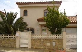 Townhouses for sale in Costa Dorada. Townhouse with a terrace, a barbecue area and a garage, Mont Roch del Camp, Spain