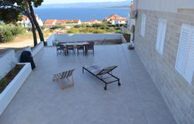 Property for sale in Bol. Comfortable apartment with a private garden, a parking, a terrace and a sea view, Bol, Croatia
