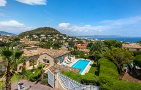 Houses with pools for sale in Mandelieu-la-Napoule. Two-storey villa with a swimming pool, a tennis court and a sea view, close to the golf course, Mandelieu-la-Napoule, Côte d'Azur