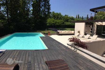 Houses with pools for sale in Piedmont. Villa in Arizzano on Lake Maggiore
