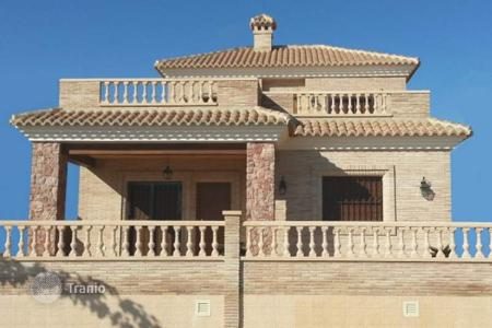 4 bedroom houses by the sea for sale in Valencia. Detached house of 4 bedroom with private pool in Torre de la Horadada