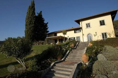 Property for sale in Prato. Villa – Prato, Tuscany, Italy