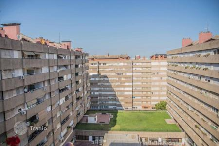 4 bedroom apartments by the sea for sale in Catalonia. Apartment with 2 balconies