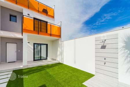 Cheap townhouses for sale in Valencia. Townhouse with 3 bedrooms in Campoamor