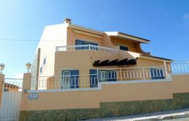 Residential for sale in Colares. Villa near the beach Macas in Sintra at a reduced price!