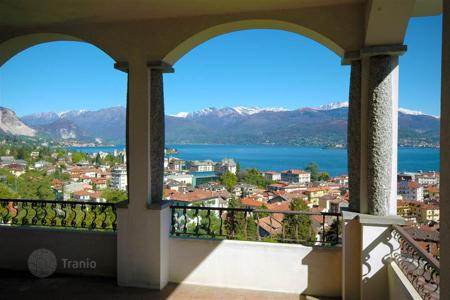 Apartments for sale in Stresa. Stresa. Maggiore lake. Charming apartment with large terraces and a lovely lake view