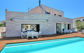 Luxury 5 bedroom houses for sale in Catalonia. Villa – Empuriabrava, Catalonia, Spain
