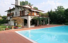 Residential for sale in Veneto. Villa – Garda, Veneto, Italy