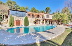 6 bedroom houses for sale in Tourrettes-sur-Loup. Villa – Tourrettes-sur-Loup, Côte d'Azur (French Riviera), France