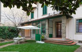 Exclusive 6 bedroom villa in the centre of Florence. Can easily accommodate 18 people.. Price on request