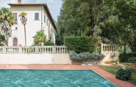 6 bedroom houses for sale in Tuscany. Castle – Florence, Tuscany, Italy