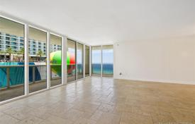 Bright apartment with ocean views in a residence on the first line of the beach, Hallandale Beach, Florida, USA for $725,000