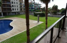 Apartment with a terrace, a parking and sea views in a residential complex with a swimming pool, Cambrils, Spain for 295,000 €