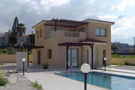 Houses for sale in Chloraka. Detached Villa, Sea Views, Desirable Residential Area