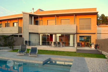 Townhouses for sale in Catalonia. New townhouse in a prestigious area of Alella, Spain