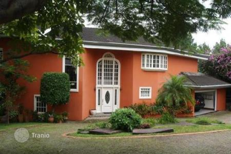 Houses for sale in Costa Rica. The colonial style mini estate in Escazu — oasis in the city