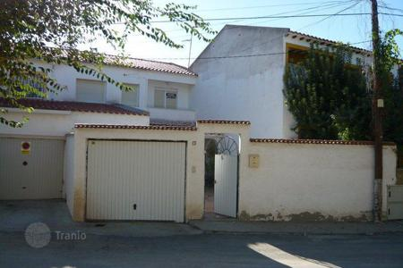 Cheap houses for sale in Pantoja. Villa – Pantoja, Castille La Mancha, Spain