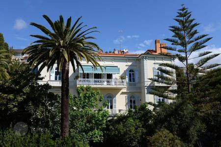 Houses with pools for sale in Italy. Ancient villa with pool, large garden near the beach in San Remo, Liguria