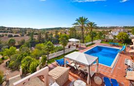 6 bedroom houses for sale in Faro. Outstanding country house with 2 apartments, tennis courts and pool, Lagoa