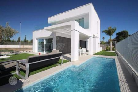4 bedroom houses for sale in Murcia. 3 and 4 bedroom luxury villas with private pool, solarium, just 10 minutes walk to the beach in San Javier