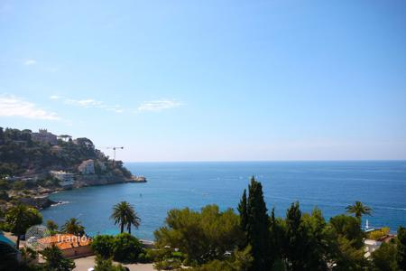 Luxury apartments for sale in Nice. Franck Pilatte, top floor, terrace, superb sea view