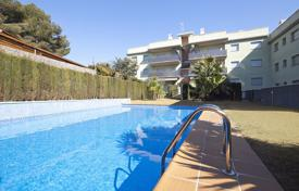 Comfortable flat with a terrace in a cosy residence with a pool, near the beach, Roda de Bara, Spain for 170,000 €