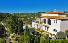5 bedroom houses for sale in Algarve. Luxury 5 Bedroom House set in a perfect peaceful location, near Carvoeiro