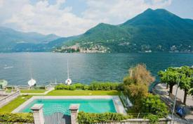 Luxury property for sale in Moltrasio. Flat in a period villa on Lake Como